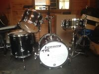 Ludwig 4 - piece Drumkit in Black with Gold Sparkle (Breakbeats Questlove)