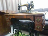 Singer treadle sewing machine table date 1900's lovely original condition, working machine