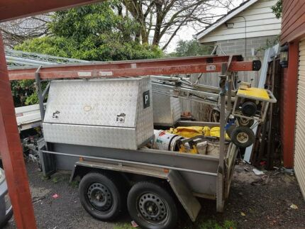 TRAILER WITH LOCK UP TOOL BOXES