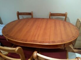 ANTIQUE STYLE WOODEN DINING TABLE WITH FOUR CHAIRS