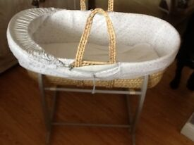 Clair de lune mosses basket and stand excellent condition