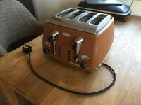 DeLonghi Vintage Toaster (4 slices / Tan colour)