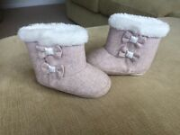 GORGEOUS BABY GIRL UGG STYLE BOOTS 9-12 MONTHS