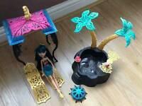 Monster High Cleo De Nile Doll and Desert frights Oasis set