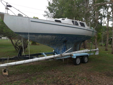 Tophat 25 sailing boat