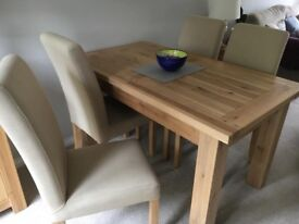 Solid Windsor Oak dining table & 4 chairs