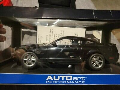 2005 AUTO Art Black Mustang GT 1/18th #73015 (WHEEL CAME OFF) SEE DETAILS