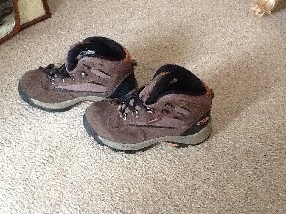 Boys HI-TEC boots size 3