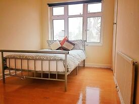 1 COOL DOUBLE ROOMS AVAILABLE IN WILLESDEN - OPPOSITE WILLESGEN STATION - NW2 4RT