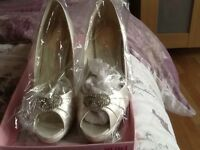 New Ivory brides shoes size 6