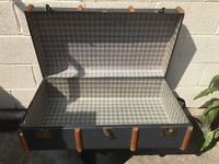 VINTAGE STEAMER TRUNK IN COMPLETE CONDITION