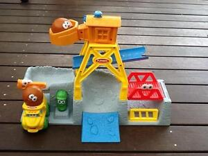Playskool dump truck/ construction site set. Spence Belconnen Area Preview