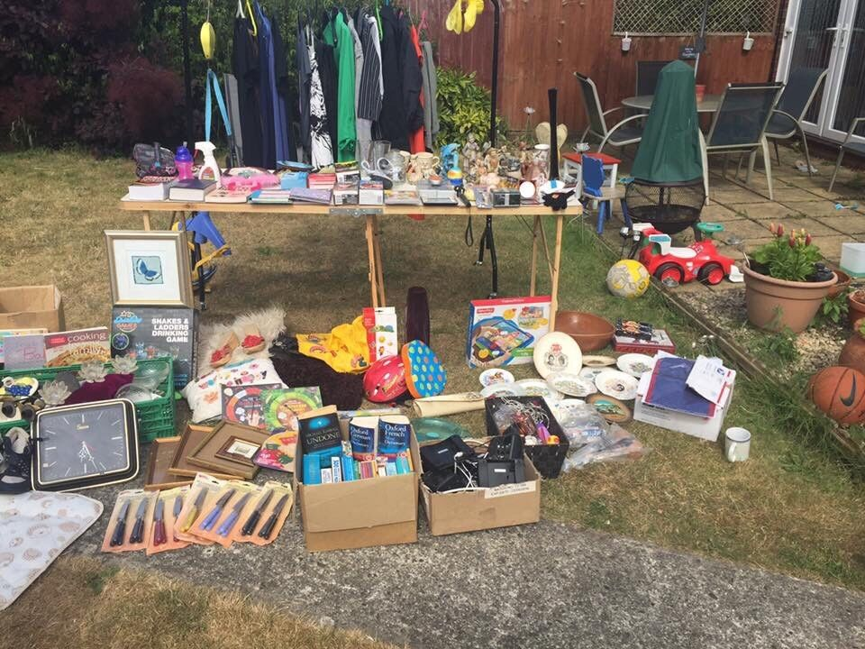 Job lot car boot thongsin Ipswich, Suffolk - Mix car boot job lot, various items ranging from clothes,books,ornaments, mini portable radios with head phones and much more,inbox me for more details,BARGIN!!!!