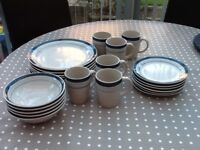 6 place dinner set, good condition