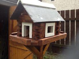 Bird house table