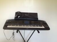Yamaha PSR8000 in excellent condition with stand and headphone