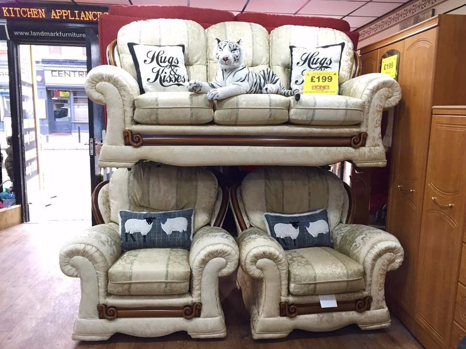 3 seater settee and 2 armchairs in very good condition
