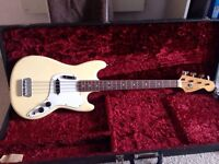 Bass Guitar: 1974 Fender MusicMaster short scale (case included)