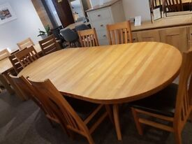 *** EXCEPTIONAL QUALITY *** EX-DISPLAY SOLID OAK EXTENDING DINING TABLE & 6 OAK FRAMED DINING CHAIRS