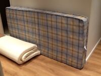 Single sprung mattress and memory foam topper