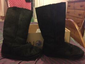 Emu black boots, size 6 in original box.