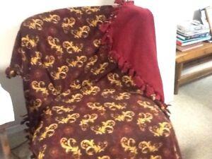 Fleece blanket - 2 sides of beautiful fleece joined together