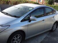 Toyota Prius avalybal for rent 2012 palet