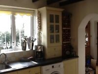 Shaker style kitchen units and ohob and single cooker