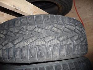 4 pneus d'hiver 215/65/16 Nokian Hakkapeliitta 7