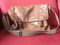 Messenger style leather shoulder bag.