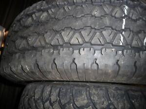 2 pneus d'été, 255/70/16, Goodyear, Wrangler RTS, 30% d'usure, mesure 9-9/32.