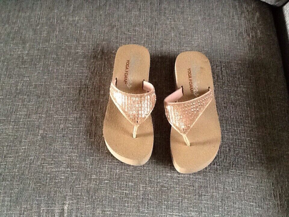 skechers sandals size 4