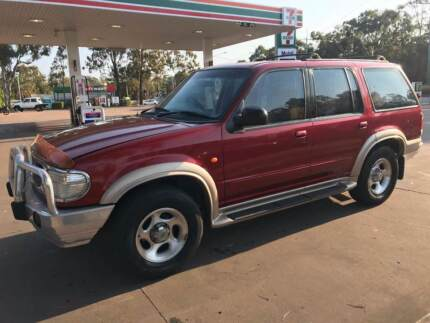 2000 Ford Explorer - 7 Seats - Auto - 4X4 -  AS IS