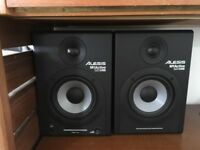 Alesis M1Active 520 USB Nearfield Monitor Speakers