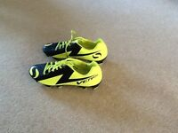 Unisex football boots . Size 5 . Only worn a few times.