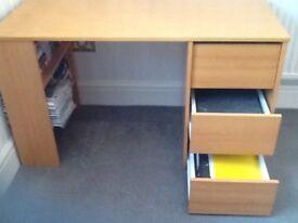 Desk+ chair