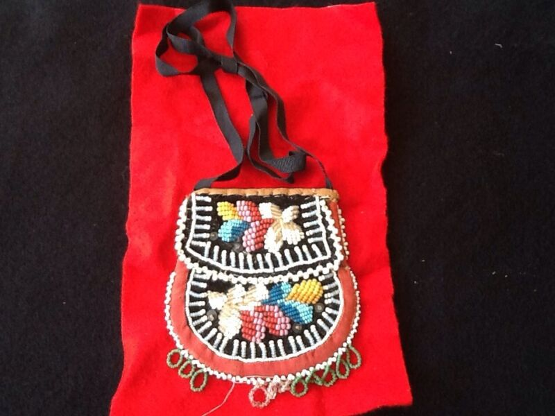 Vintage Iroquois beaded bag early 1900 very good condition