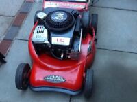 Self propelled petrol lawnmower