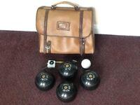 "Set of 4 Henselite size 4 heavy ""Classic Deluxe"" bowls + jack/measure/bag"