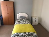 A DOUBLE BEDROOM AVAILABLE TO LET FROM 19 FEB 2018