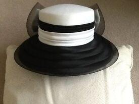 Ladies Black & White Hat