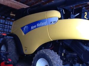 New Holland  cr9060 combine