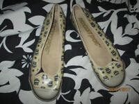 ROCKETDOGS CREAM BALLERINA PUMPS WITH BLACK OWL DESIGN ON THEM SIZE 8