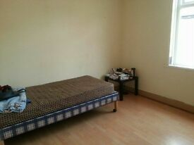 spacious single room to rent M7, 300/month bills inc, close to city centre!