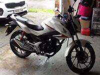 White Honda cb125f