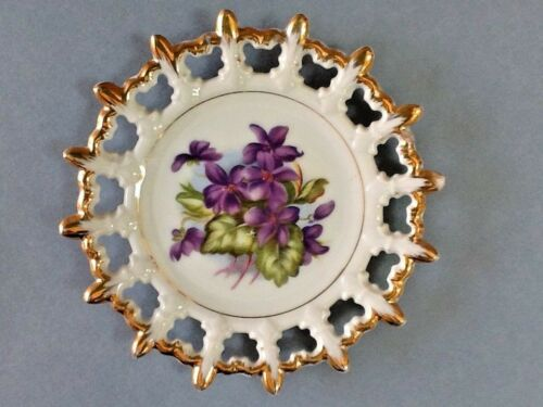 A Lovely Napco China Plate of Violets w/ a Lacey Edge