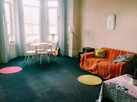 Room to rent short term in large Dennistoun flat