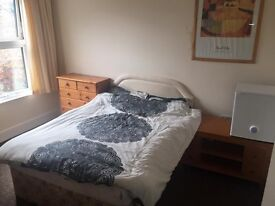 Sunny single room for rent At Liverpool street station E1