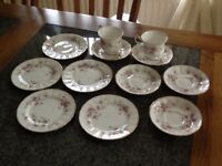 Victoria a Rose China 12 pieces