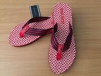 BRAND NEW TOMMY HILFIGER FLIP FLOPS FOR SALE. SIZE EUR 36/ UK 3.5 . COMES WITH ORIGINAL BOX.